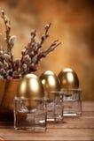 Huevos de oro de Pascua Fotos de archivo libres de regalías