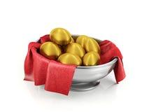 Huevos de oro en el cuenco de plata fotos de archivo libres de regalías