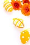 Huevos de Pascua adornados amarillos coloridos Fotos de archivo libres de regalías