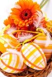 Huevos de Pascua adornados amarillos coloridos Imagen de archivo