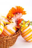 Huevos de Pascua adornados amarillos coloridos Foto de archivo