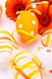 Huevos de Pascua adornados amarillos coloridos Foto de archivo libre de regalías