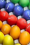 Huevos de Pascua bajo la forma de velas en el embalaje estándar. Foto de archivo libre de regalías