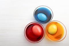 Huevos de Pascua coloreados Fotos de archivo libres de regalías