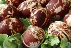 Huevos de Pascua coloreados mano Fotos de archivo libres de regalías