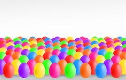 Huevos de Pascua coloridos con el copyspace imágenes de archivo libres de regalías
