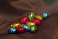 Huevos de Pascua coloridos del chocolate Imagen de archivo libre de regalías