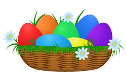 Huevos de Pascua coloridos en cesta de mimbre Fotografía de archivo