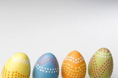 Huevos de Pascua coloridos pintados a mano Foto de archivo