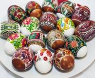 Huevos de Pascua coloridos pintados a mano Fotos de archivo libres de regalías