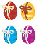 Huevos de Pascua con el arqueamiento Imagen de archivo libre de regalías