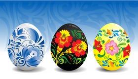 Huevos de Pascua con el ornamento ruso tradicional. Fotos de archivo