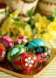 huevos de Pascua con el ornamento y las flores Foto de archivo libre de regalías