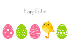 Huevos de Pascua con el pollo lindo