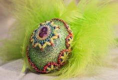 Huevos de Pascua con imagen en cesta Fotos de archivo libres de regalías