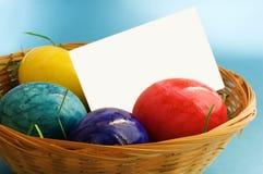 Huevos de Pascua con la etiqueta Fotografía de archivo libre de regalías