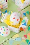 Huevos de Pascua con las etiquetas engomadas coloridas Foto de archivo libre de regalías