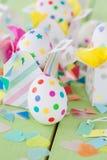 Huevos de Pascua con las etiquetas engomadas coloridas Fotografía de archivo libre de regalías