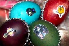 Huevos de Pascua con los diamantes artificiales Foto de archivo