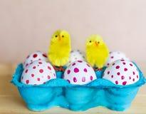 Huevos de Pascua con los puntos rojos Foto de archivo