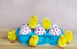 Huevos de Pascua con los puntos rojos Imagen de archivo libre de regalías
