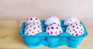 Huevos de Pascua con los puntos rojos Imagen de archivo