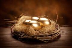 Huevos de Pascua de oro imagen de archivo libre de regalías