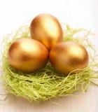 Huevos de Pascua de oro fotografía de archivo