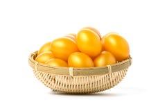 Huevos de Pascua de oro en un fondo blanco Fotografía de archivo libre de regalías