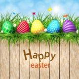 Huevos de Pascua de oro en un fondo de madera libre illustration