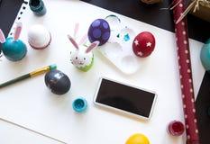Huevos de Pascua del colorante para el concepto del día de pascua Foto de archivo
