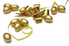Huevos de Pascua del oro Fotos de archivo