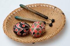 Huevos de Pascua del ucraniano con las agujas Fotografía de archivo libre de regalías