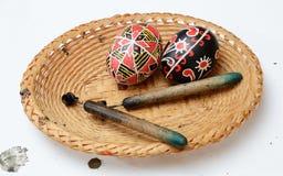 Huevos de Pascua del ucraniano con las agujas Foto de archivo