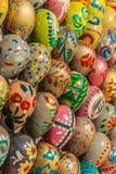 Huevos de Pascua del ucraniano en diversos colores Imágenes de archivo libres de regalías