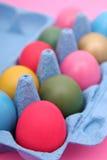 Huevos de Pascua en cartón imagenes de archivo