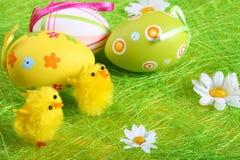 Huevos de Pascua en colores pastel y coloreados Foto de archivo libre de regalías