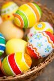 huevos de Pascua en de madera foto de archivo libre de regalías