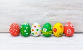 Huevos de Pascua en el fondo blanco Imagen de archivo libre de regalías