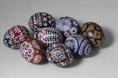 Huevos de Pascua en el fondo blanco Imagenes de archivo