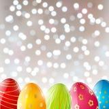 Huevos de Pascua en fondo brillante ilustración del vector