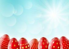 Huevos de Pascua en fondo soleado ilustración del vector