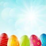 Huevos de Pascua en fondo soleado libre illustration