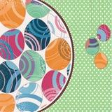 huevos de Pascua en fondo verde Fotos de archivo libres de regalías