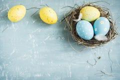 Huevos de Pascua en jerarquía Imágenes de archivo libres de regalías