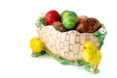 Huevos de Pascua en la cesta Imagenes de archivo