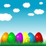 Huevos de Pascua en la hierba
