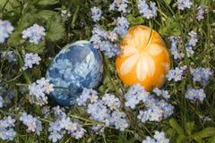 Huevos de Pascua en la hierba 1 Foto de archivo
