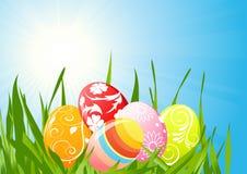 Huevos de Pascua en la hierba libre illustration