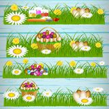 Huevos de Pascua en la hierba verde ilustración del vector